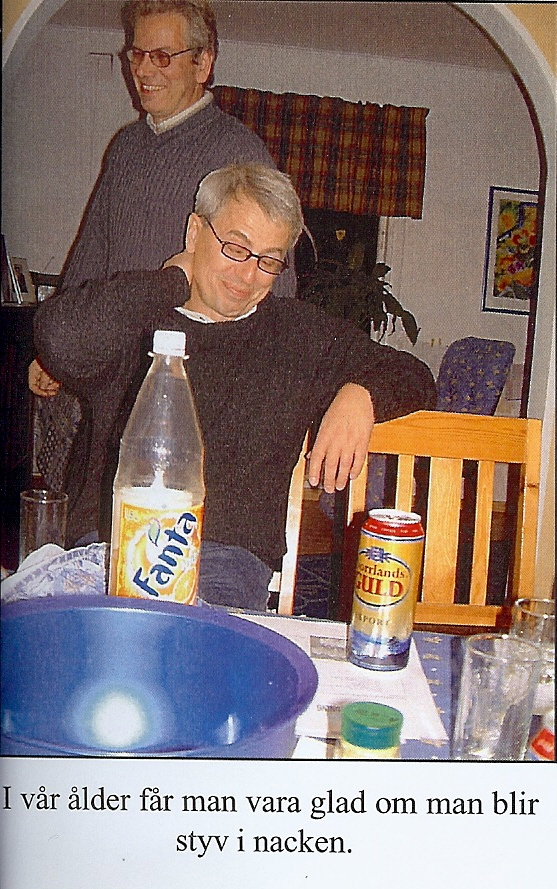 kvarnstensbockarna.se/image/bilder/2002/Möte hos Jörgen 2002-10-19/Bild 04. Totte är lite styv i nacken eller bara trött.jpg