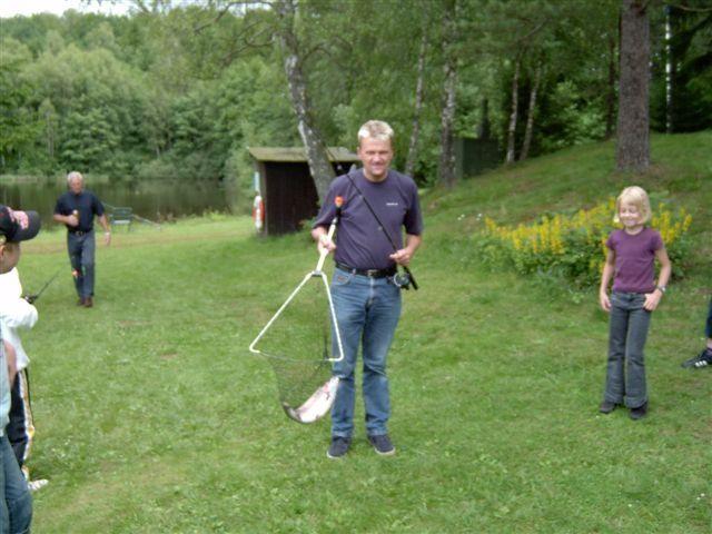 kvarnstensbockarna.se/image/bilder/2003/Fiske Månstorp 2003-07-05/030705 Fiske Kvb 04.JPG