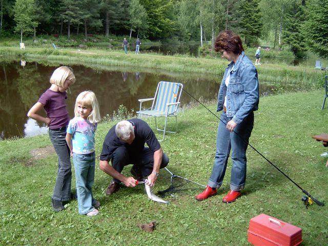 kvarnstensbockarna.se/image/bilder/2003/Fiske Månstorp 2003-07-05/030705 Fiske Kvb 06.JPG
