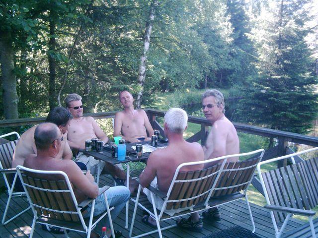 kvarnstensbockarna.se/image/bilder/2005/Fiske Månstorp 2005-06-26/Bild 10. Ölpaus.jpg