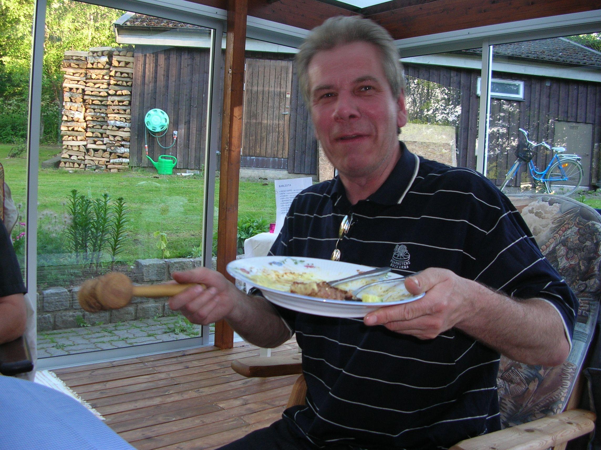 kvarnstensbockarna.se/image/bilder/2005/Möte hos Per 2005-06-11/Bild 03. Det klubbar vi på.jpg